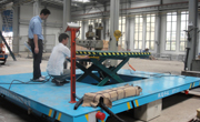 Scissor hydraulic lifting table
