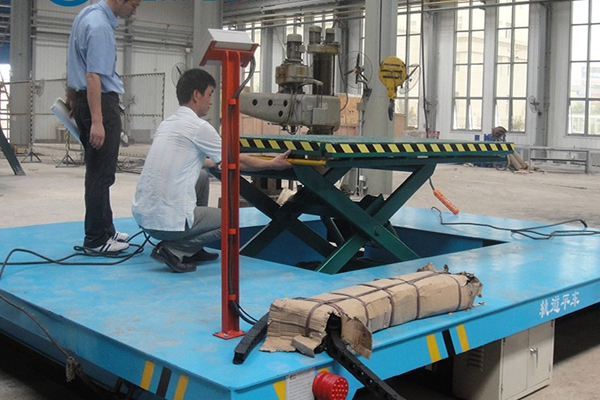 Use electronics to determine whether a transporting cart made in china is overloaded